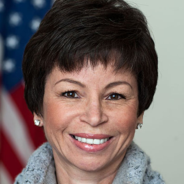 Valerie Jarrett '74 Named 2016 Commencement Speaker